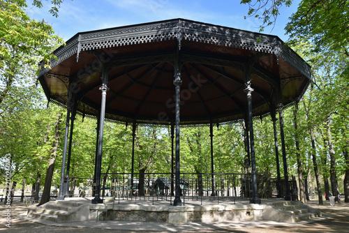 Kiosque à musique au jardin du Luxembourg à Paris, France ...