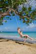 Eine junge Frau in der Karibik auf Jamaika
