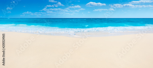 Foto op Plexiglas Strand Summer beach and sea
