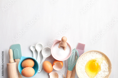 Photo Baking utensils and cooking ingredients for tarts, cookies, dough and pastry