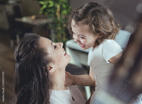 Papiers peints Artiste KB Happy mother with a daughter at home