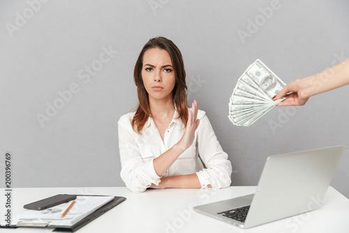 Fotografía  Portrait of a serious young business woman