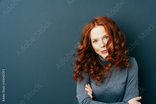 Papiers peints Statue Young red-haired woman against dark background