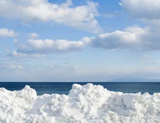 冬 海 空 雲 雪 素材