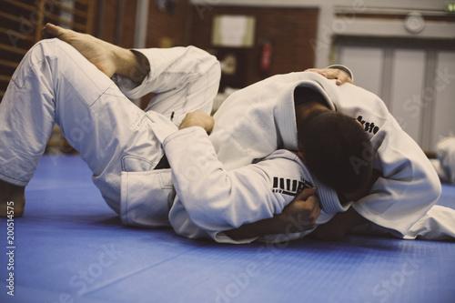 Fotografia  Close up image of men exercise judo. On the move.