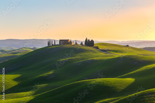 Papiers peints Beige Tuscany, Italy. Spring landscape with rolling hills and green meadow.