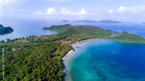 Photo sur Aluminium Kaki Bird's eye view of Koh Mak or Mak island , Trat, Thailand (Photo from Drone)