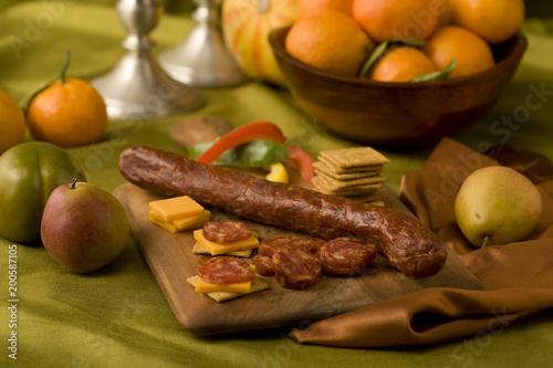 Foto op Aluminium Eten Sausage and drackers with fruit