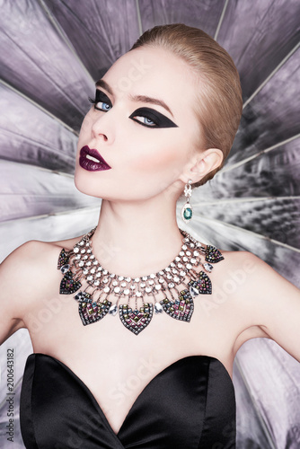 Foto op Aluminium womenART Woman with bright makeup and with set jewelry
