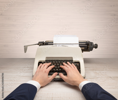 Papiers peints Retro First person perspective elegant hand writing on an oldschool typewriter with copyspace