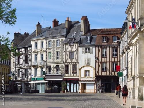 Centre ville de Poitiers, avec des maisons à colombage sur la place Charles de G Tablou Canvas
