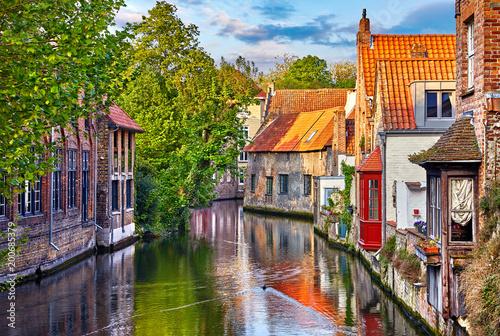 In de dag Brugge Bruges, Belgium. Medieval ancient houses made of old bricks