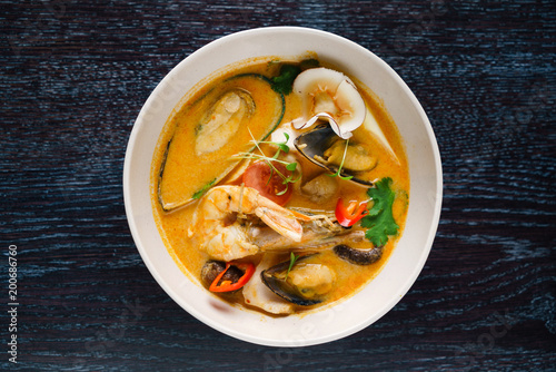 Fotografia seafood soup in the restaurant
