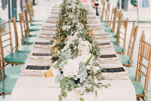Obraz na plátně Wedding table decor in white green tones