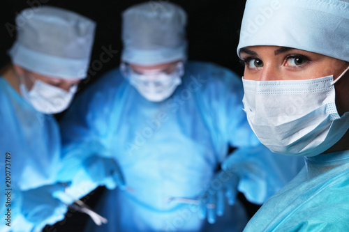 Fotografía  Closeup of surgeons performing operation