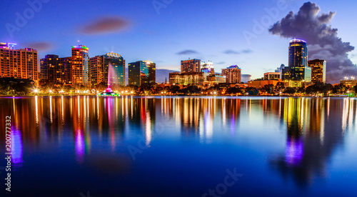 Photo  Sunset Lake Eola in Downtown Orlando