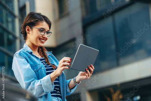 Young woman usinga digital tablet in the city