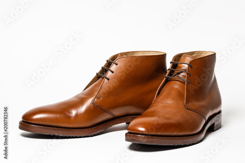 Photo  Men's classic brown leather shoes isolated on white background