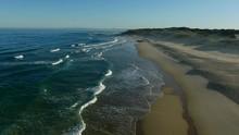 Praia Com Ondas