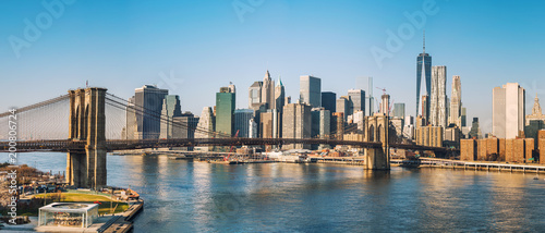 obraz PCV Brooklyn bridge and Manhattan at sunny day, New York City