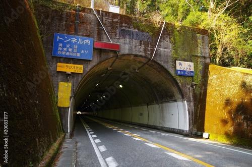 田舎の古いトンネル