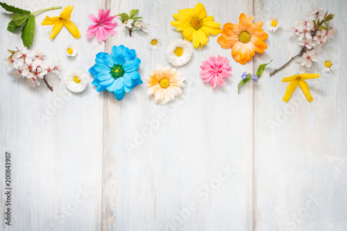 Keuken foto achterwand Bloemen Spring summer flowers on wooden retro planks abstract floral background