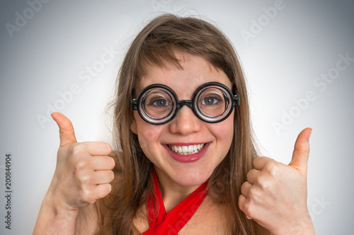 Photo Funny geek or nerd woman isolated on gray background