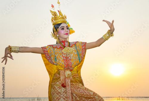 Obraz na plátně Art culture Thai Dancing in masked khon Benjakai in literature Ramayana,Thailand