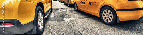 Платно Yellow Cabs in New York City Streets