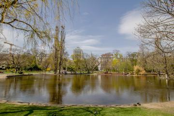 Fototapeta na wymiar Frühling im Stadtpark in Wien, Österreich