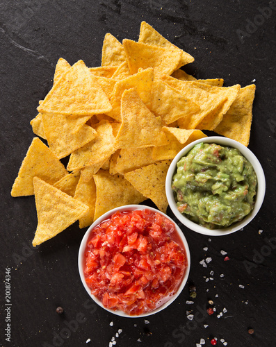 Deurstickers Europese Plekken Mexican nacho chips and salsa dip