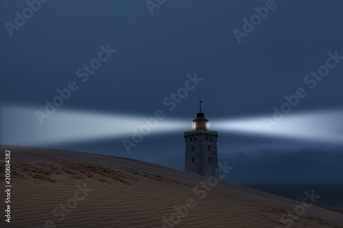 Keuken foto achterwand Noordzee Surrealer Leuchtturm auf der Düne an der Nordsee