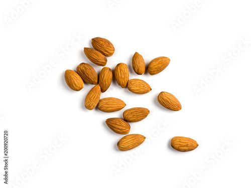 Fotomural  Nuts almonds isolated on white background