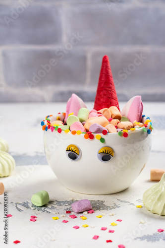 Photo  Unicorn cocoa with colorful sprinkles, marshmallow and cookies