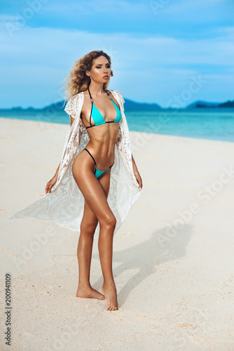 Nude girl with sign