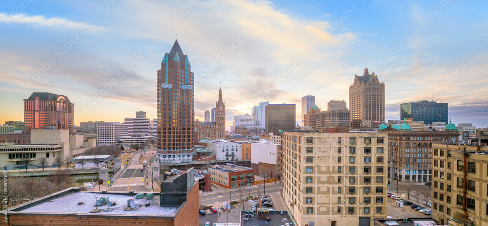 Fototapety, obrazy: Downtown skyline with Buildings in Milwaukee USA