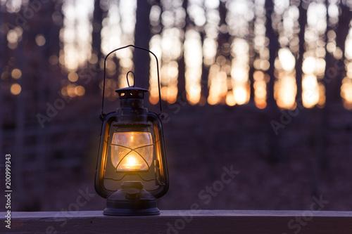 Photo Old fashioned lantern in darkness