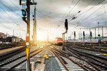 Zug Fährt In Frankfurter Bahnhof Ein