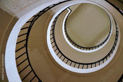 Deurstickers Trappen винтовая лестница вид снизу