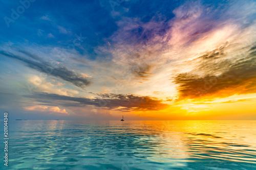 Photo  Calm sea ocean blue sky background