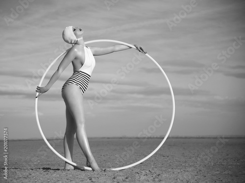 Plakaty vintage   circle-in-the-sand