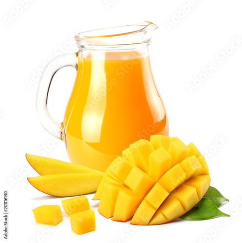 Fotografía  mango juice with mango slice isolated on white background