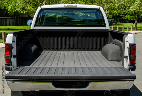 White Truck Bed Fototapeta