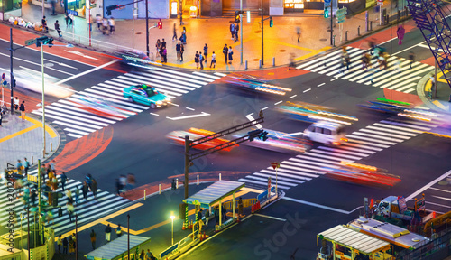 Foto op Plexiglas Oost Europa Traffic crosses a busy intersection in Shibuya, Tokyo, Japan