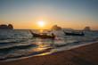 Wschód słońca na tajskiej wyspie Koh Ngai