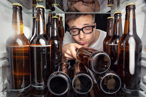 Fényképezés  Kühlschrank voller Bierflaschen