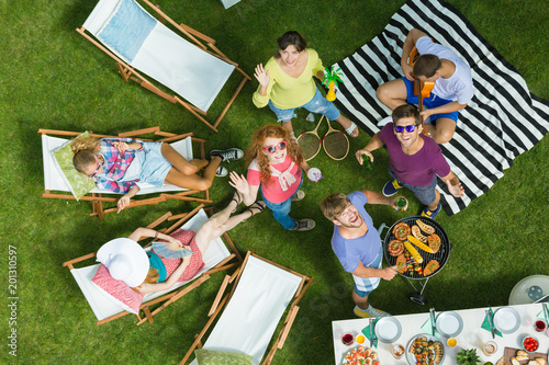 Foto op Plexiglas Picknick Group of friends smiles