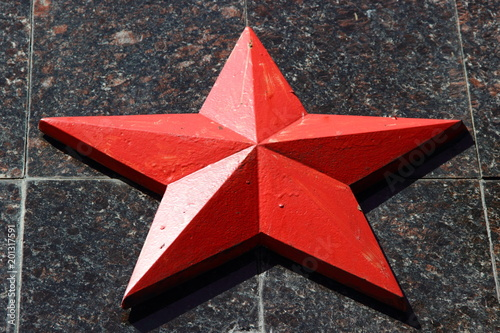 Fotografia  Red star on a granite pedestal of the memorial to the defenders of the USSR (Sov