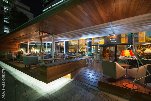 Photo  Modern restaurant terrace in the summer night