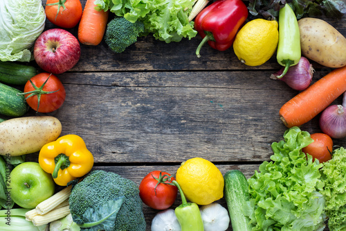 Keuken foto achterwand Groenten Top view of fruits and vegetables on the old wood table With copy space